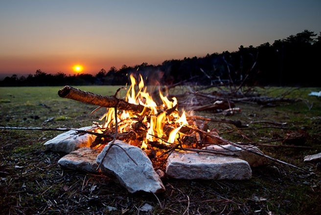 8-easy-to-learn-campfire-singalongs